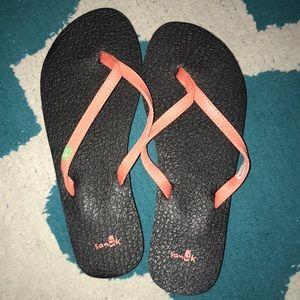 Brand new sanuk flip flops